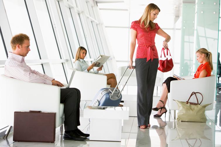 Passasjerer venter på fly. Foto