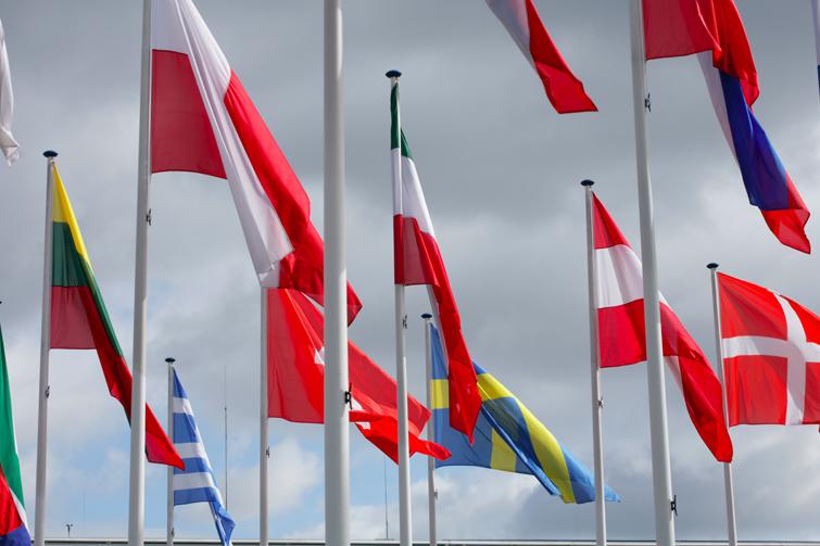 Eu-flagg vaier i vinden. Foto