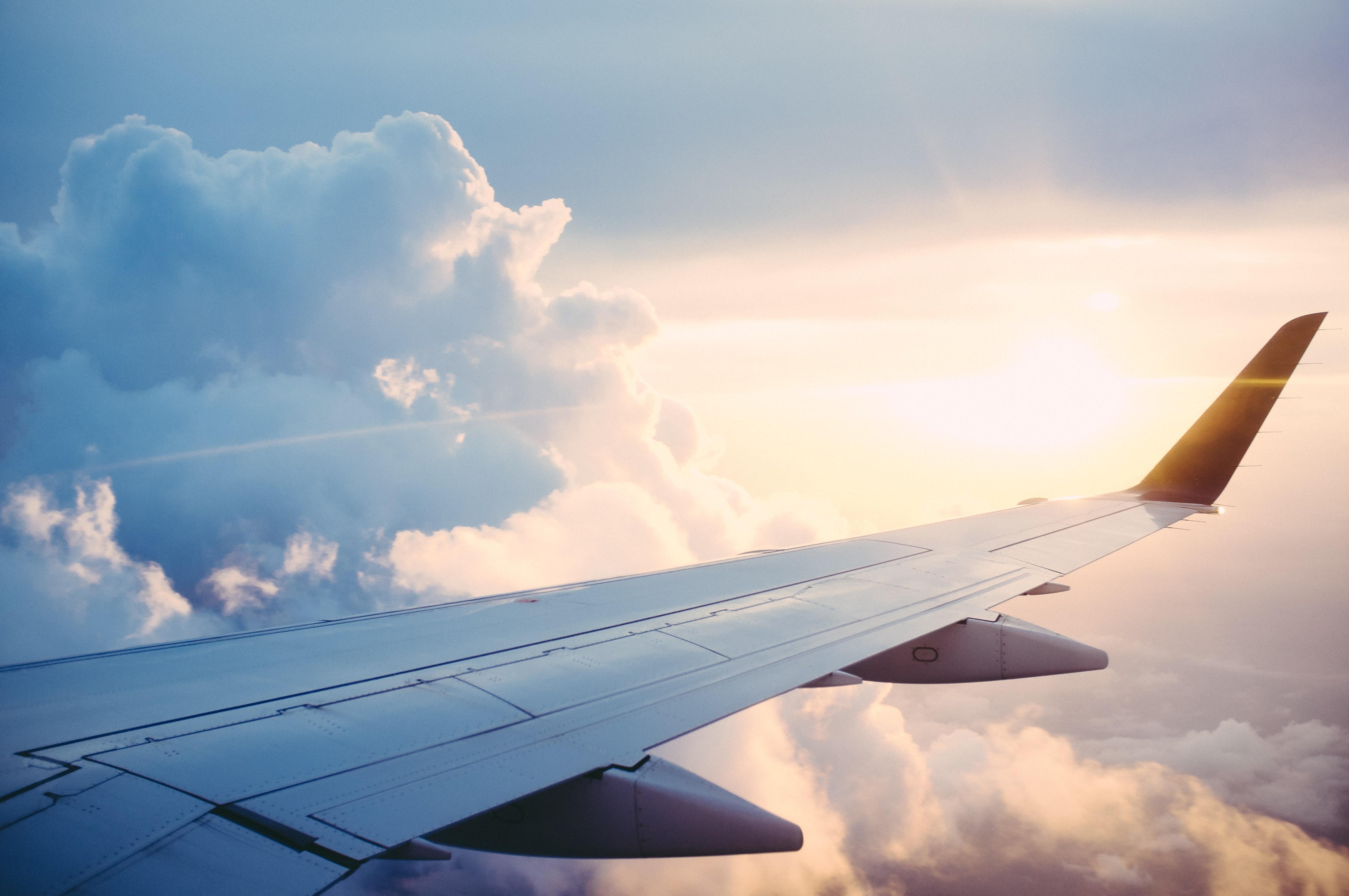 Flyvinge og skyer